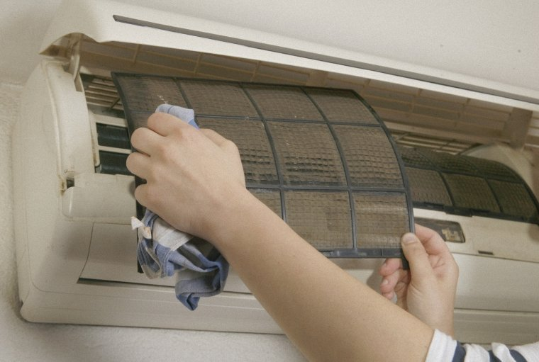 Nguyên nhân và cách sửa máy lạnh chảy nước
